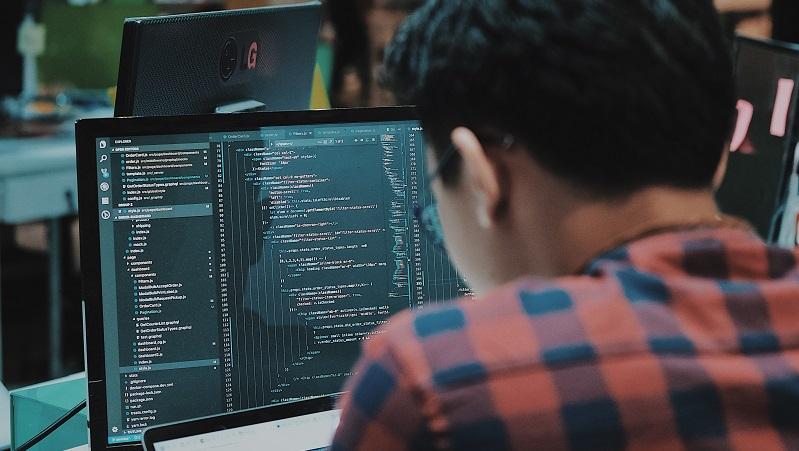 ilustrasi programmer software akuntansi